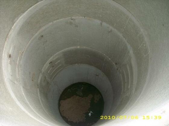 DSCI0621 Geschafft !!!   8,5 m Tief  Aber wir brauchen kein Wasser !  Schaut euch das nächste Bild an.