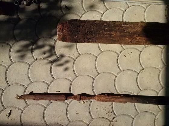 Brunnenrohr und Holzstange 2
