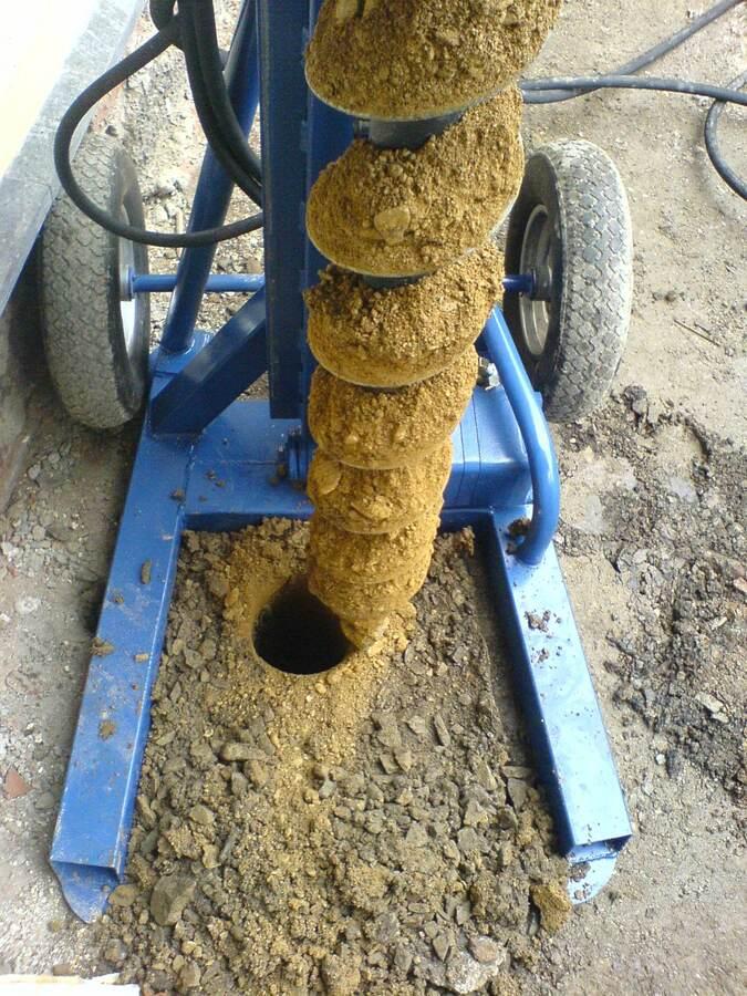 bohren 12m d=150mm in Lehm und schiefer mit Felsbohrkopf
