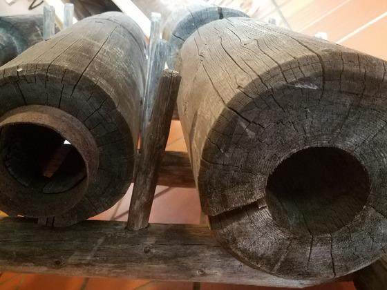 Steigleitung Verbindung aus Holz Schwengelpumpe