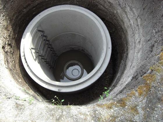 Betonringe im Brunnenschacht