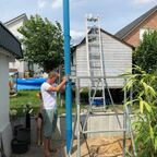 Einbau der ersten Meter Brunnenrohr