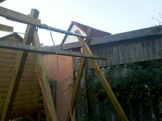 Vierbein mit PE Rohr Umlenkung über Stahlmast