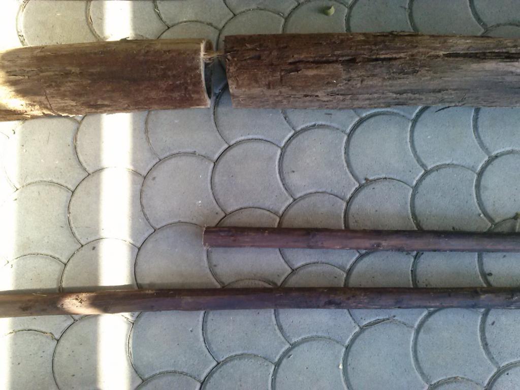Brunnenrohr und Holzstange 1